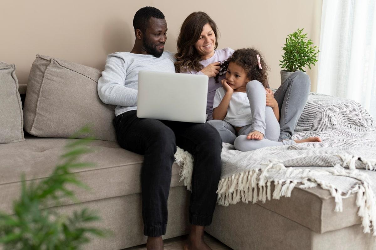 Como se organizar financeiramente para manter sua família segura-min